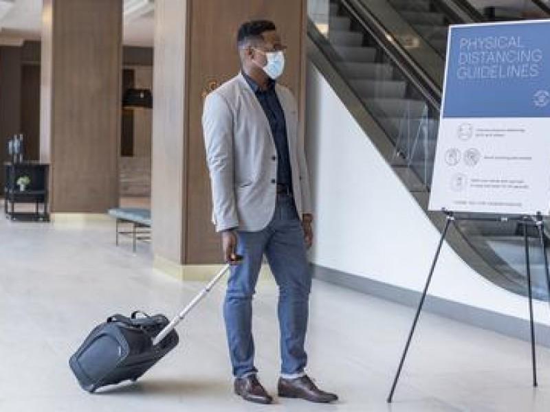 Hoteleros detectan problema: los huéspedes no quieren usar cubrebocas