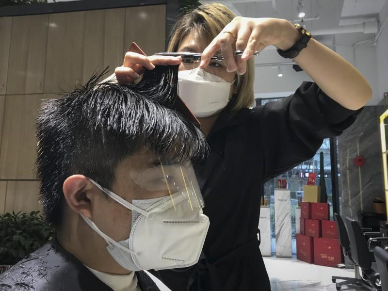 Hoy se celebra en el mundo el día del peluquero
