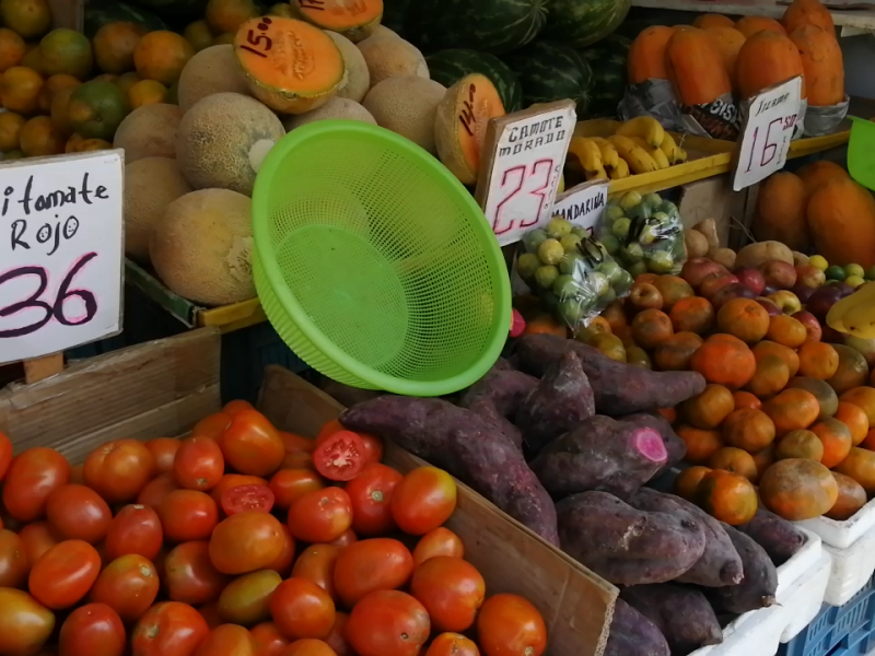 Huevo, jitomate y frijol a la alza en Zihuatanejo