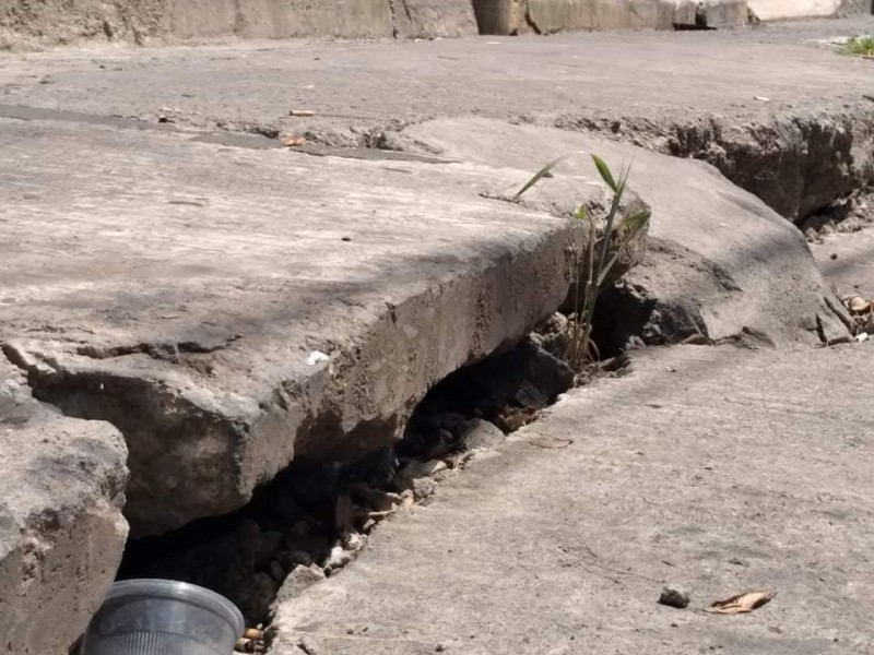 Hundimiento de calle preocupa a familias de colonia zamorana