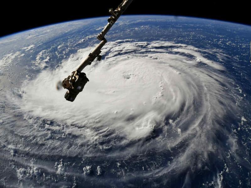 Huracán Florence se fortalece