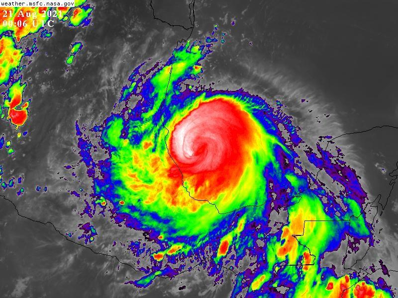 Huracán Grace alcanza categoría 2 y se acerca a Veracruz