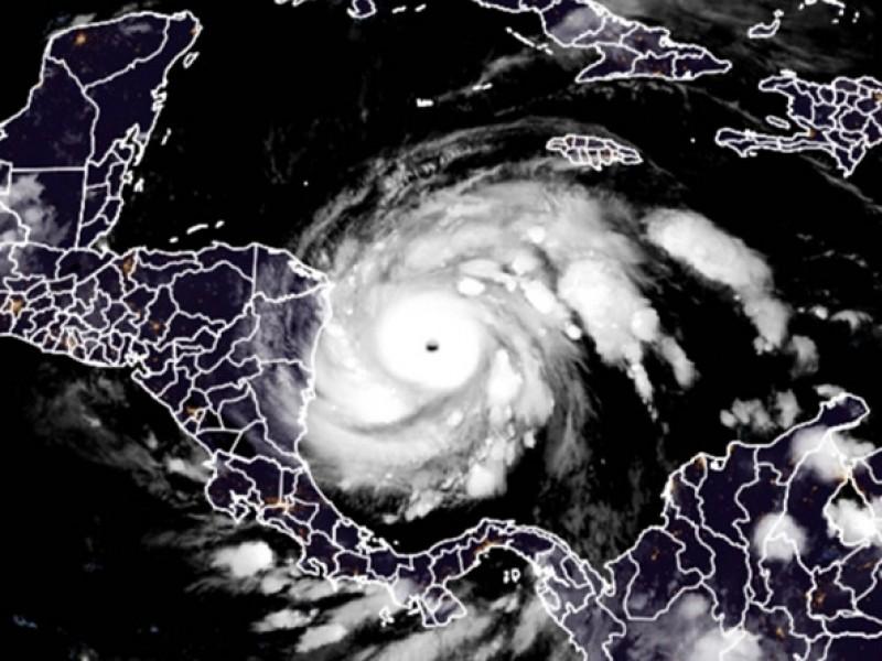 Huracán Iota se convierte en categoría 5 y amenaza Centroamérica