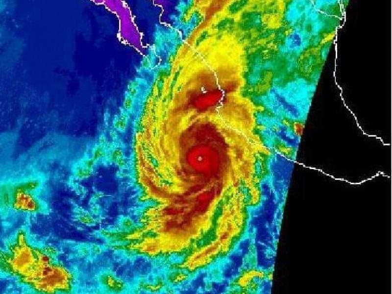 Huracán Willa tocaría tierra en Playa Novillero