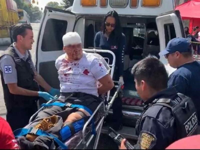 Huyen de policías y terminan estampados