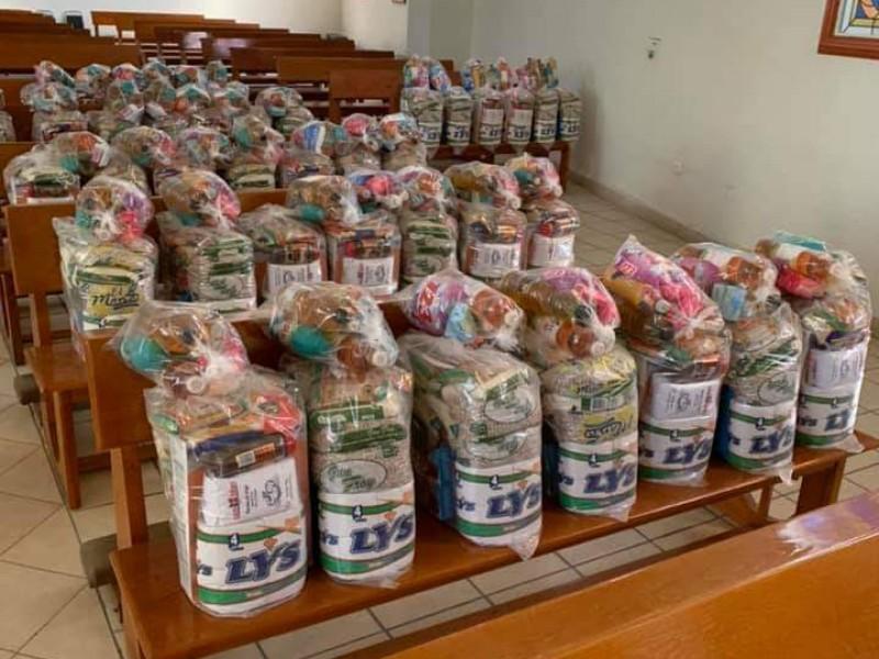 Iglesia prepara despensas ante crisis económica en la comunidad