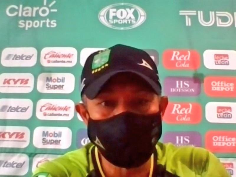 Ignacio Ambriz no se preocupa por renovación de contrato