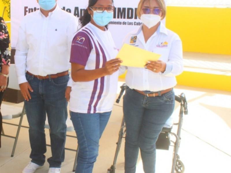 IMDIS entrega apoyos a ciudadanos con  familiar con discapacidad