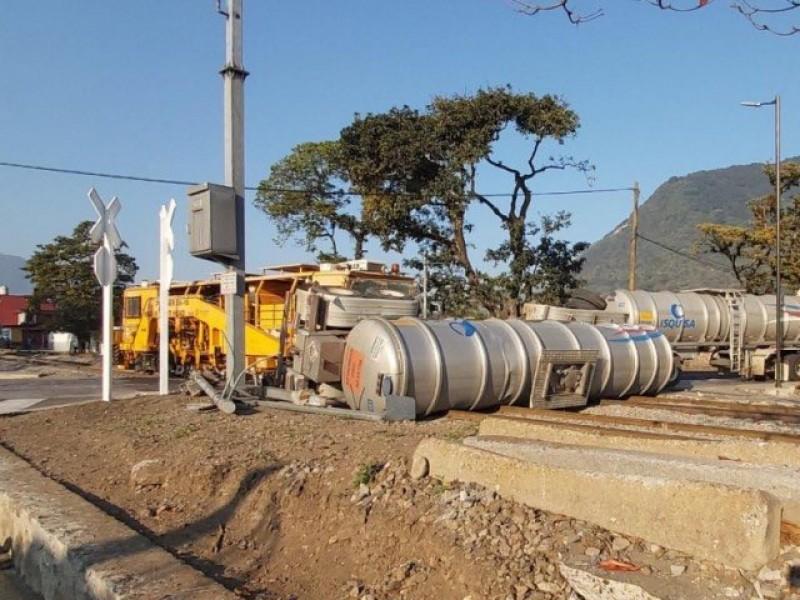 Impacta tren a pipa en Orizaba