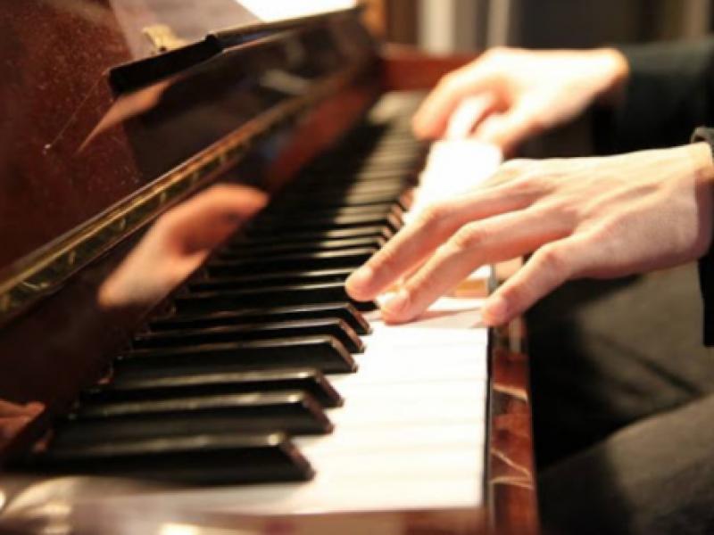 Impartirá pianista jalisciense clase gratuita a talentos locales