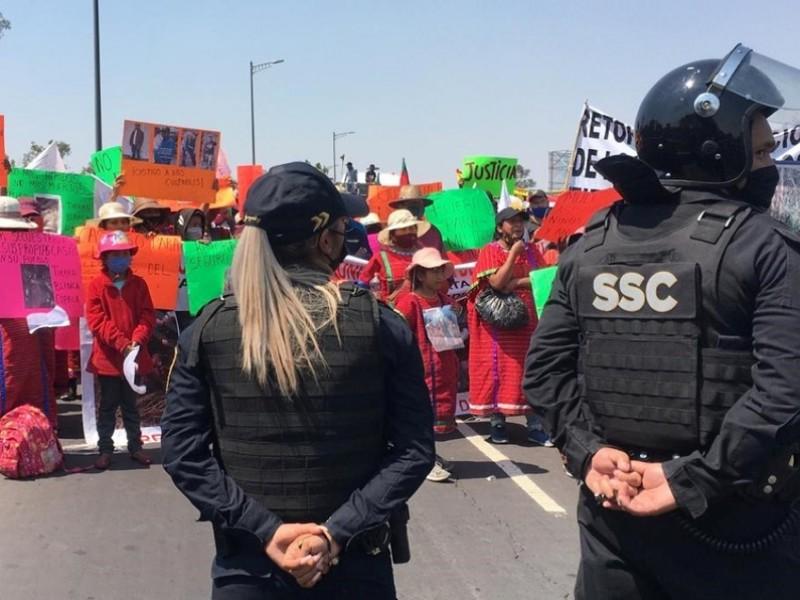 Impiden manifestación Triqui en Aeropuerto capitalino