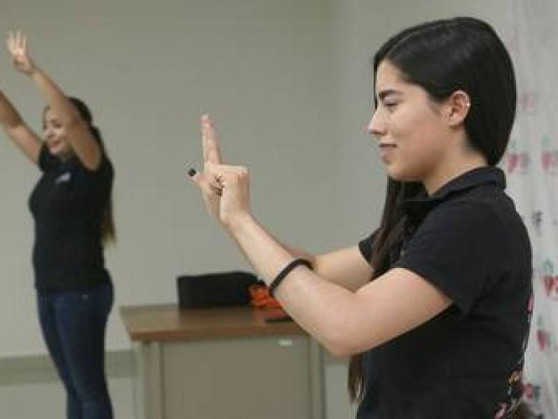 Importante aprendizaje de lengua de señas para proteger de abuso