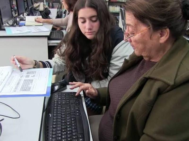 Importante educación tecnológica en adultos