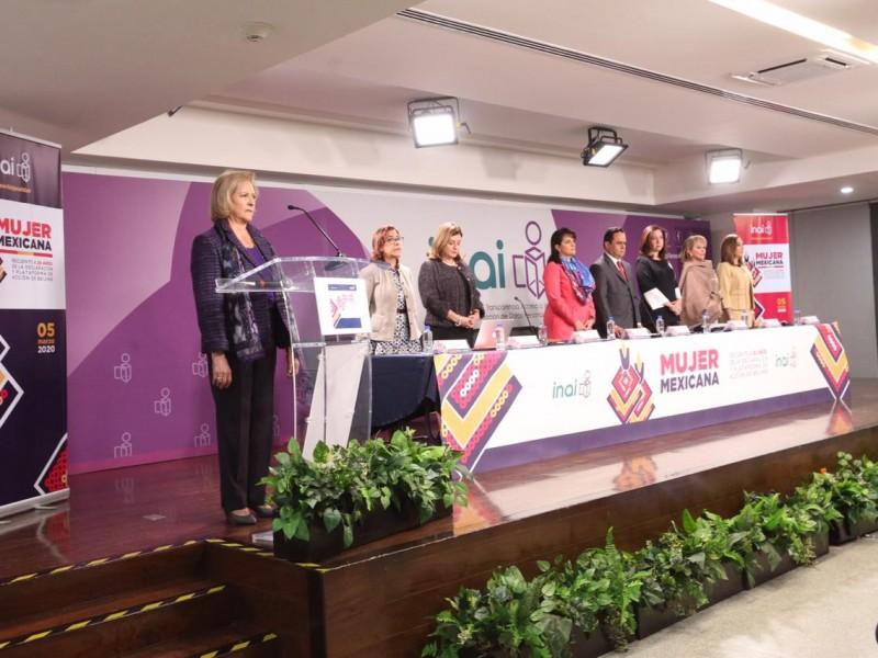 INAI guarda un minuto de silencio por feminicidios en México