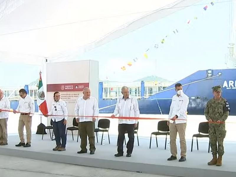 Inaugura AMLO muelle de contenedores en Salina Cruz