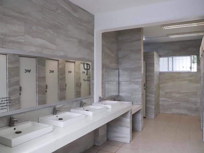 Inauguran baños incluyentes en la UAQ