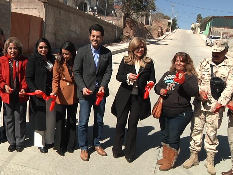 Inauguran calle pavimentada en Jardines de laMontaña