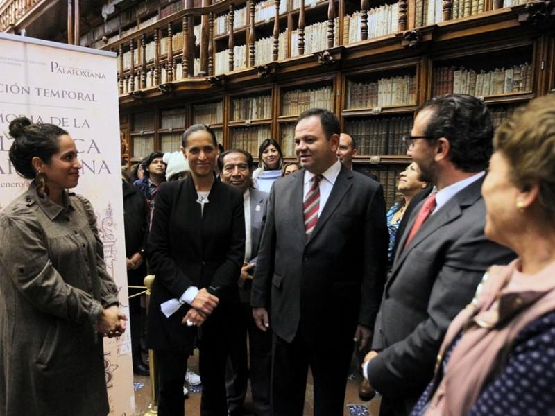 Inauguran exposición bibliográfica en Casa de Cultura