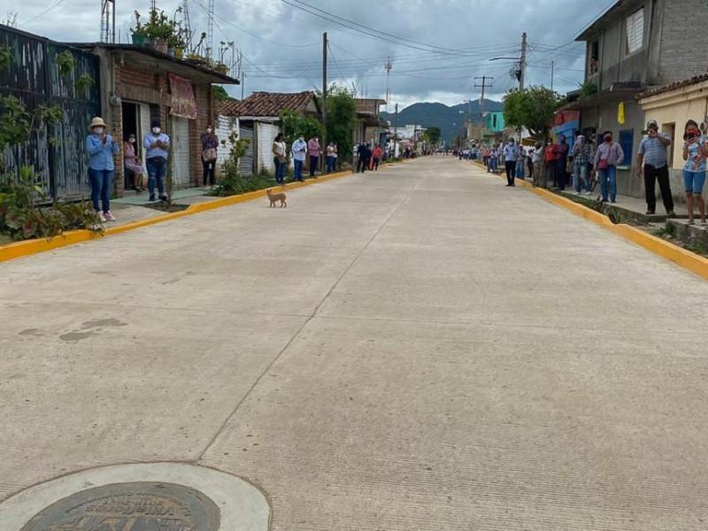 Inauguran vialidades en Villaflores