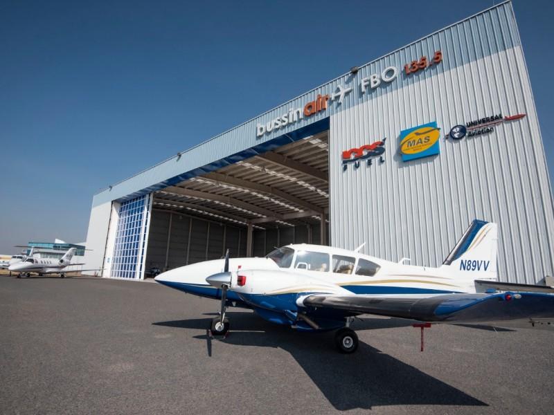 Inauguran vuelos de carga express en el AIQ