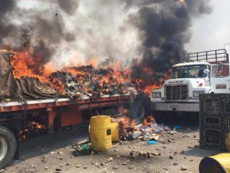 Incendian camión que transportaba ayuda humanitaria a Venezuela