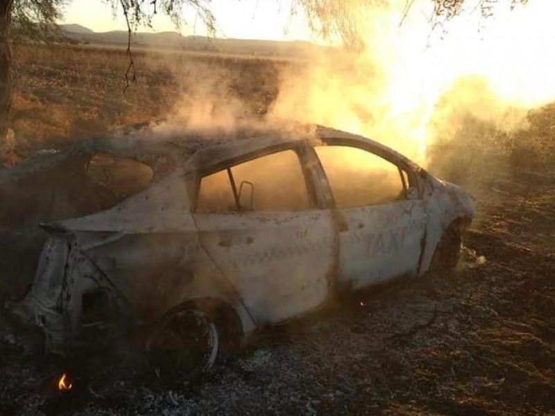 Incendian EQROTAXI en El Marqués