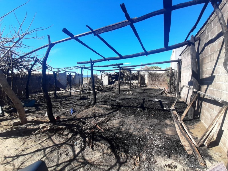 Incendio afecta 6 viviendas en San Blas Atempa