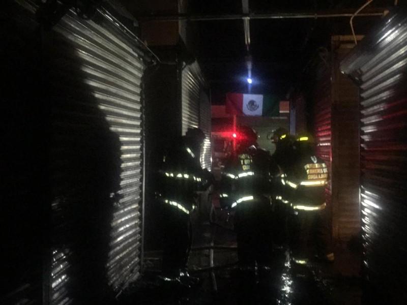Incendio afecta a 8 locales en Felipe Ángeles