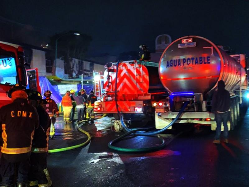 Incendio consume mercado San Cosme