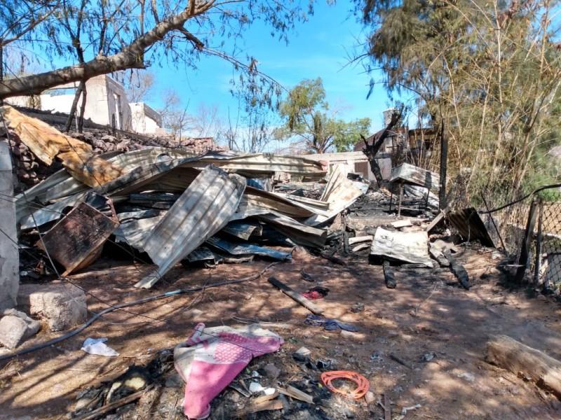 Incendio consume vivienda en Caliche