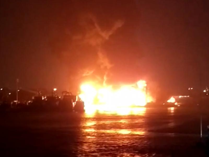 Incendio de barco genera daños ambientales en Manzanillo
