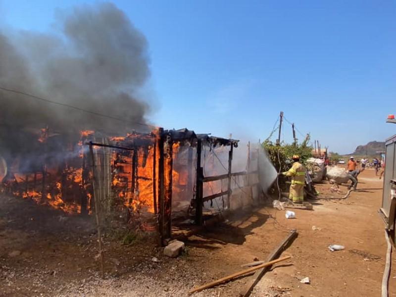 Incendio deja a 14 familias sin hogar