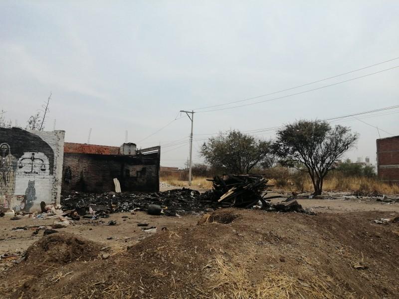Incendio deja a familia sin hogar ni pertenencias