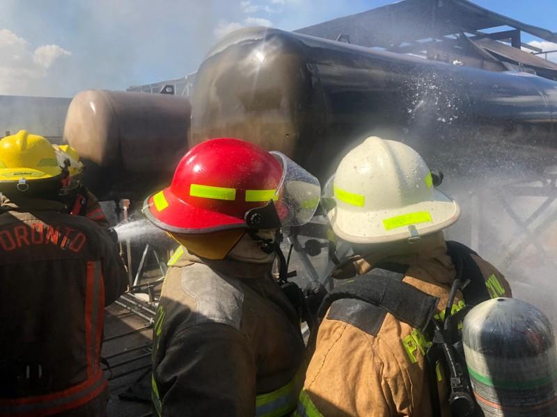Incendio en gasera deja dos lesionados graves