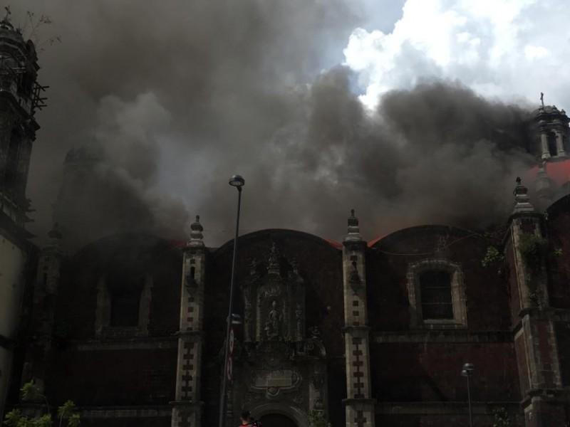 Se incendia iglesia de Santa Veracruz en el Centro Histórico