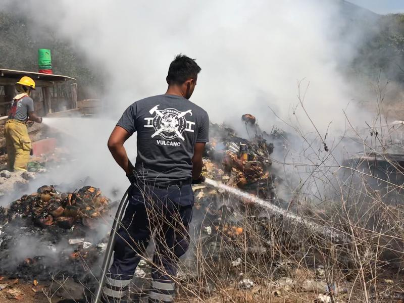 Incendio en Las Pozas, moviliza al cuerpo de Bomberos