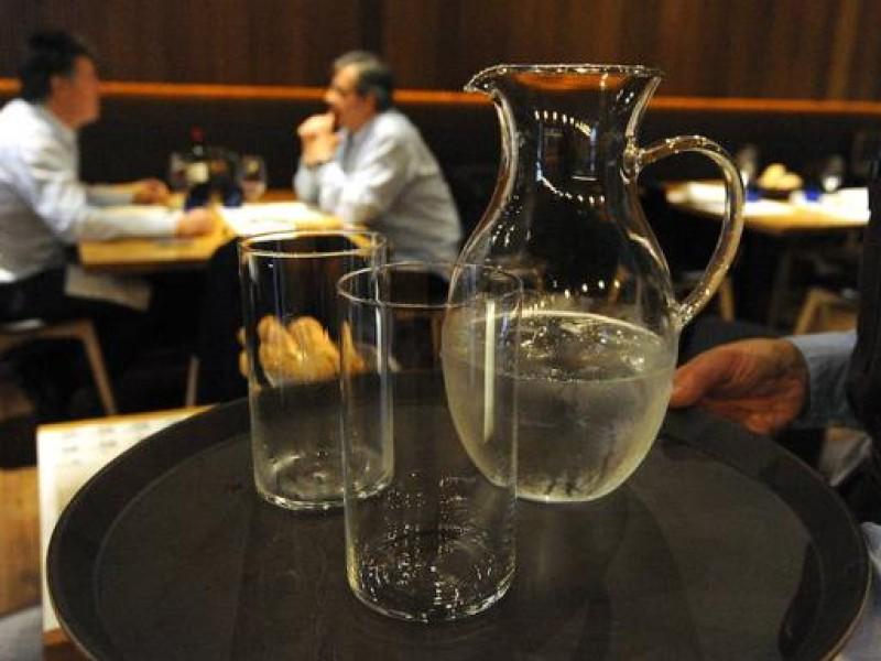 Incentivarán consumo de agua en bares y restaurantes