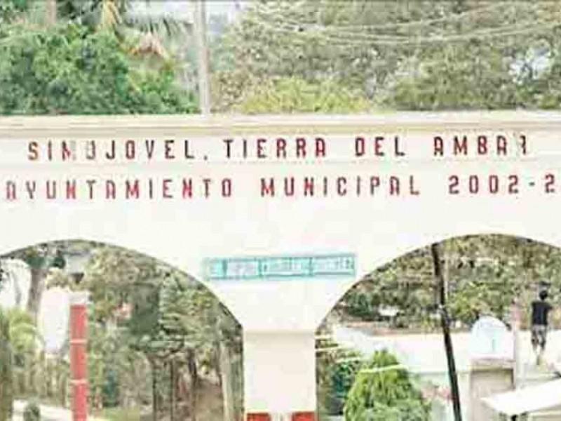 Incomunicadas 12 comunidades de Simojovel por bloqueos