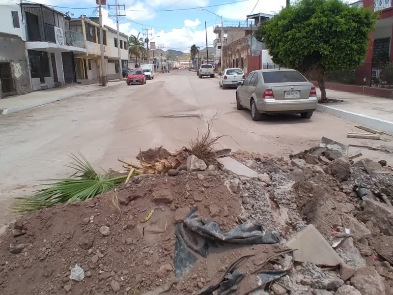 Inconformes vecinos de la Yáñez por tardanza en pavimentación