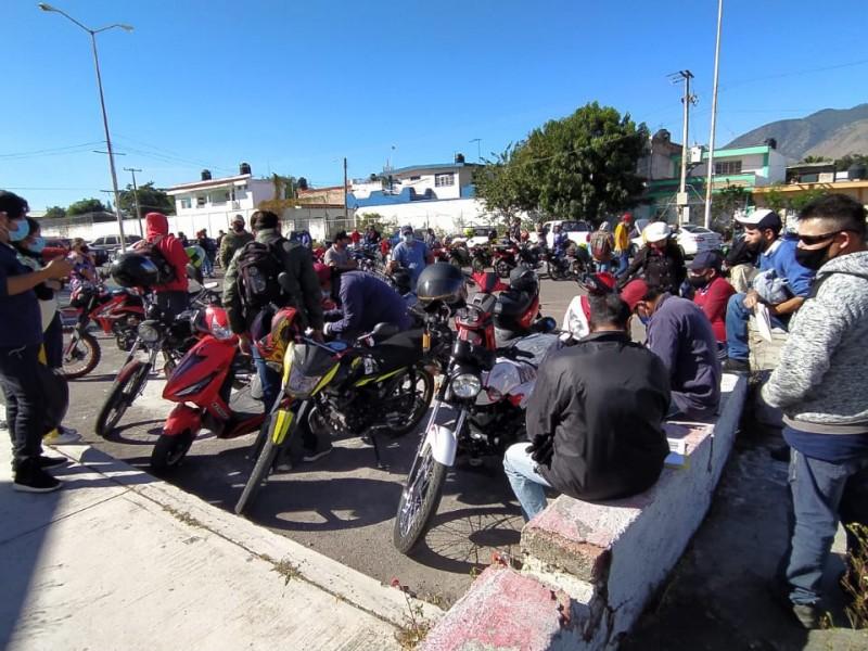 Inconformidad entre motociclistas por protocolo de verificación