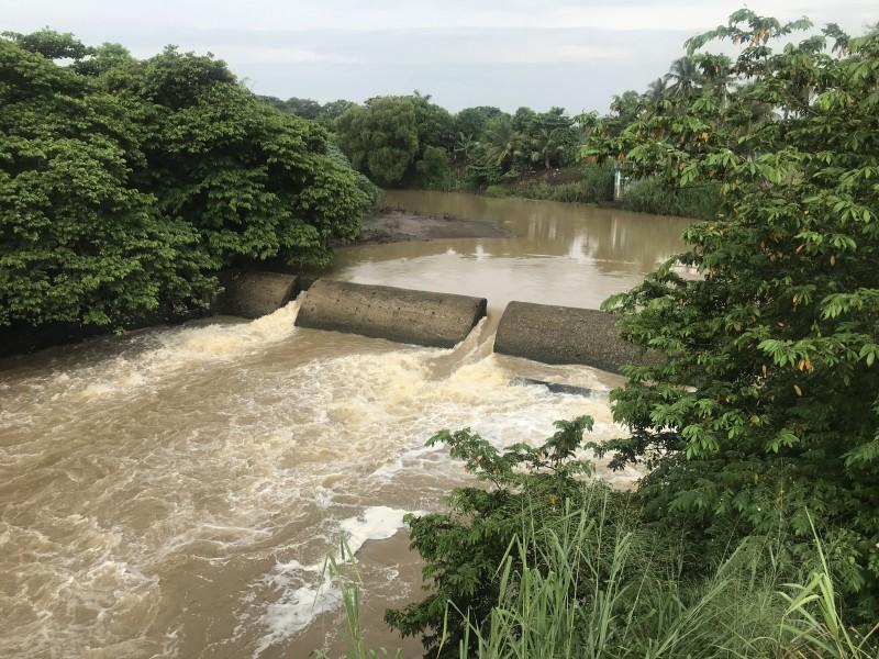 Incrementa nivel del río Jamapa en Medellín
