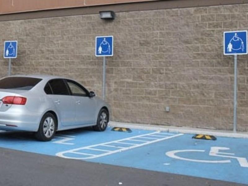 Incrementarán multas por estacionamientos en lugares para discapacitados