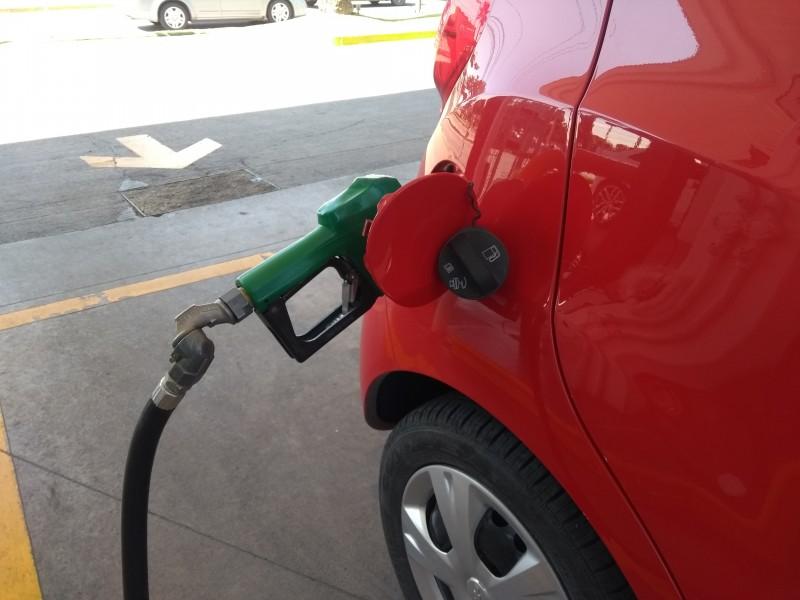 Incremento de gasolina es un robo, dicen conductores