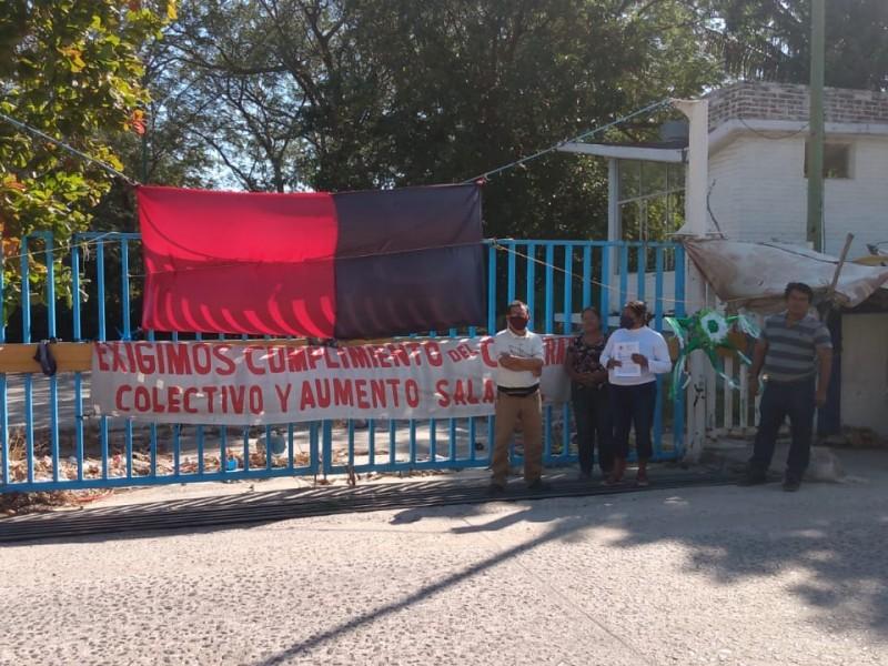 Incumple asociación deportiva ADESAC a trabajadores, 16 meses de huelga