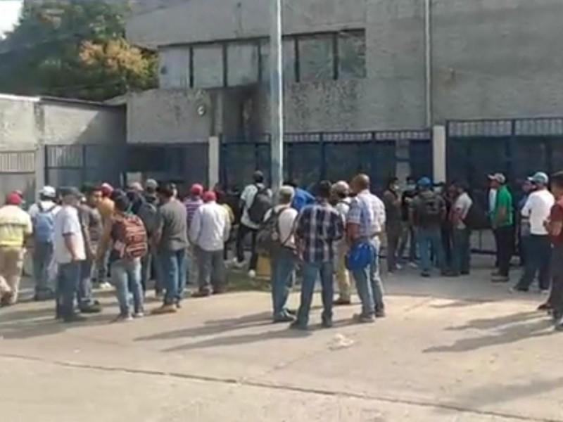 Incumple LOGUINEXT pago a trabajadores; amagan con protestas en refinería