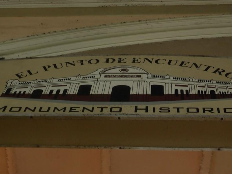 Indigentes provocan molestias en Mercado Municipal