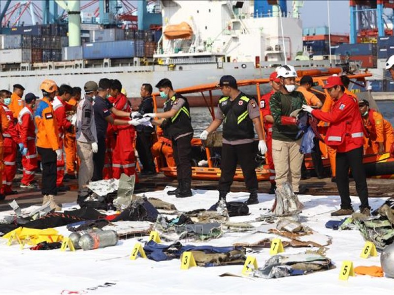 Indonesia confirma el accidente de un avión con 62 personas