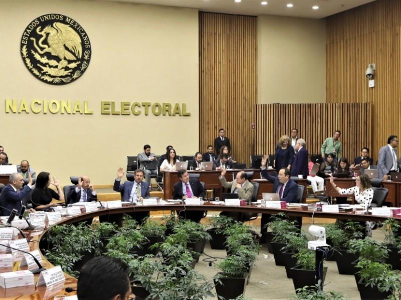 INE aprobó designación de moderadoras del debate