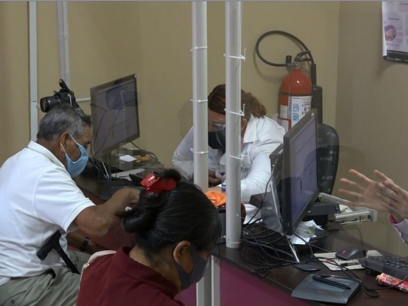 INE continua otorgando atención prioritaria a adultos mayores