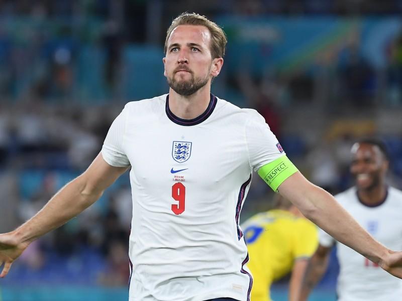 Inglaterra contundente sella su pase goleando a Ucrania